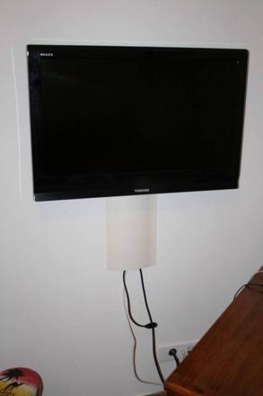 cache fil tv mural